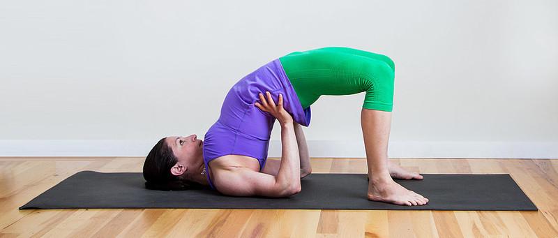 a jóga csökkneti a hátfájást