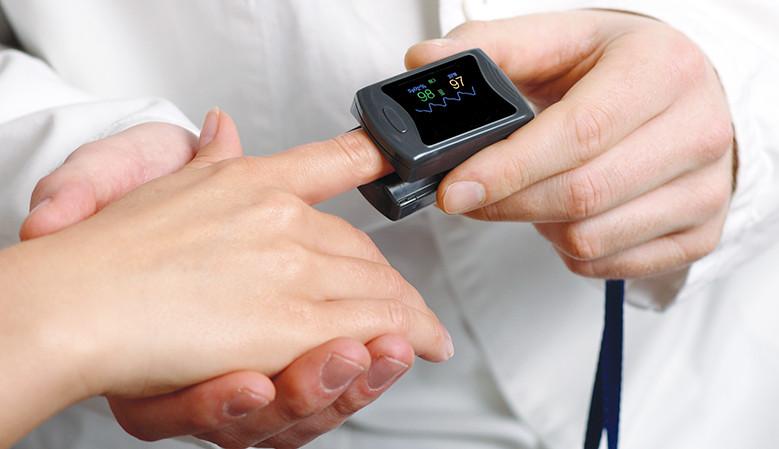 ujjra csiptethető pulzoximéter véroxigénszint mérés
