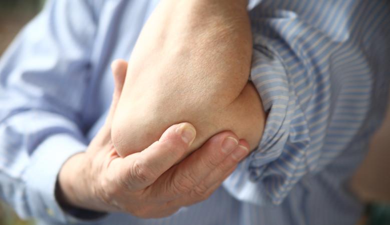 ízületi fájdalom a kertben végzett munka után zárt térdkárosodás szinovitissal