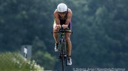 Petsuk Zoltán triatlon bajnok bringázik